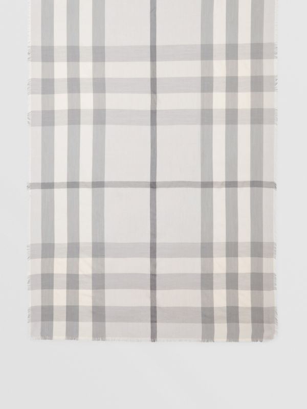 Lightweight Check Cashmere Scarf in White/light Grey | Burberry - cell image 3