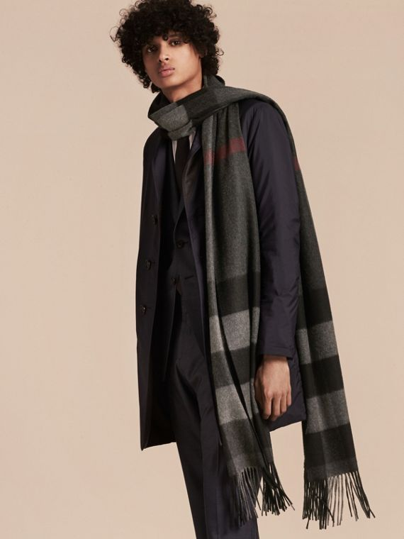 Oversize Check Cashmere Scarf in Charcoal | Burberry - cell image 2