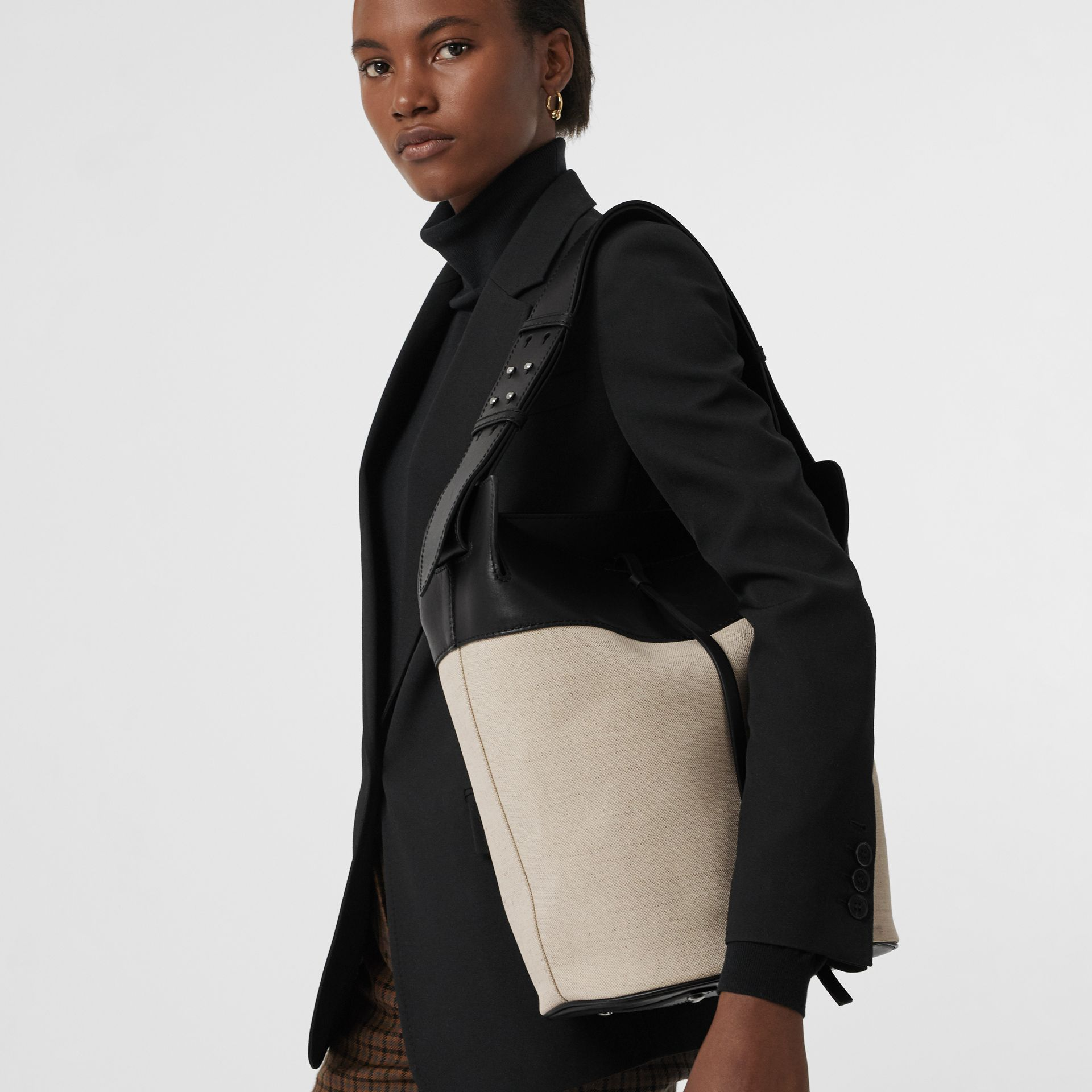 The Large Cotton Linen and Leather Bucket Bag in Black - Women | Burberry Canada - gallery image 3