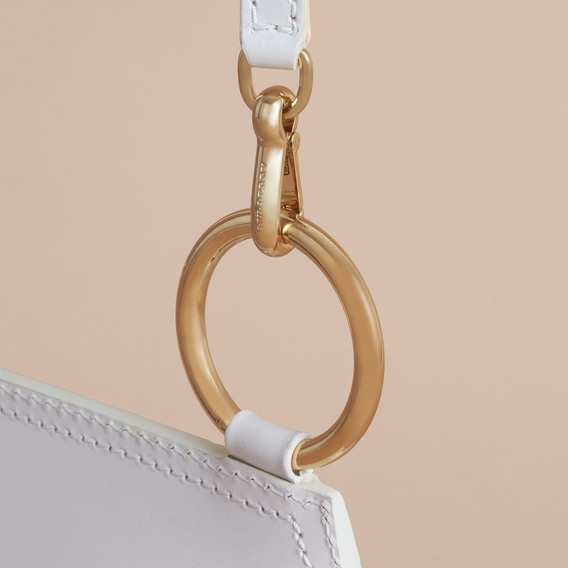 Sac The Bridle en cuir et tissu Haymarket check (Naturel) - Femme | Burberry - photo de la galerie 6