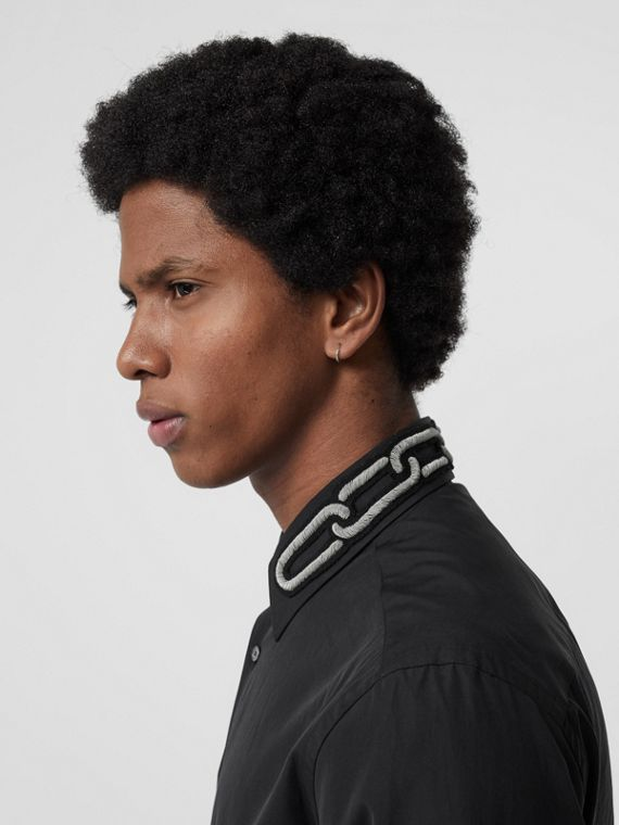 Camisa social de popeline de algodão com bordado e corte slim (Preto)