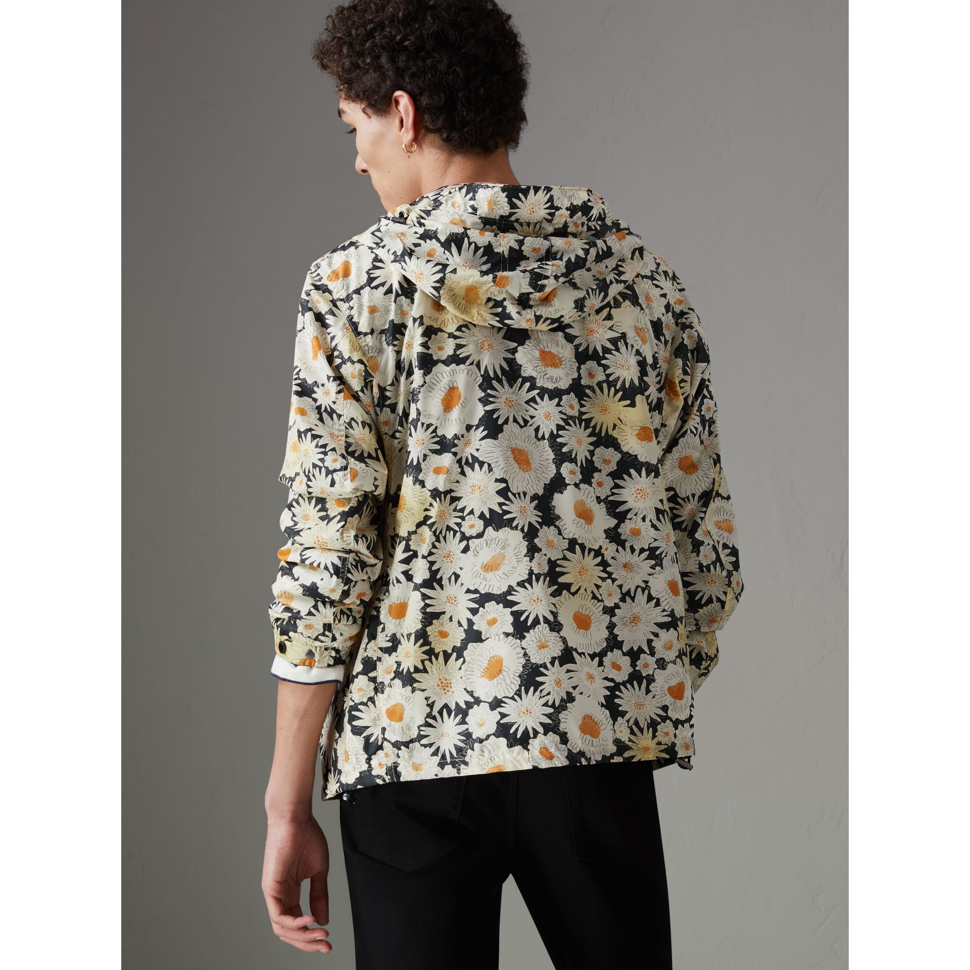 Daisy Print Lightweight Technical Hooded Jacket in Black - Men | Burberry United Kingdom - gallery image 2