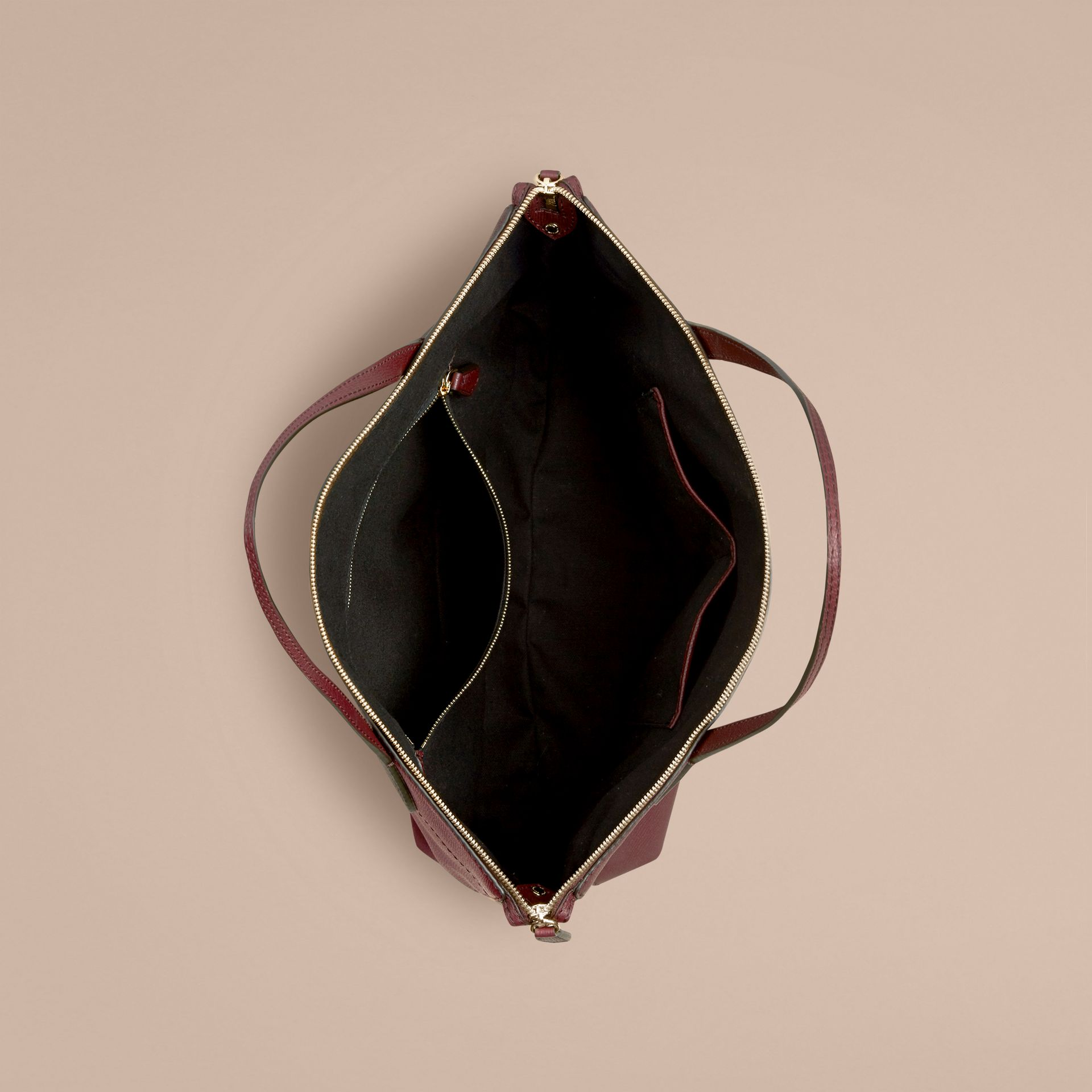 Rouge acajou Sac tote medium en cuir et coton House check Rouge Acajou - photo de la galerie 5