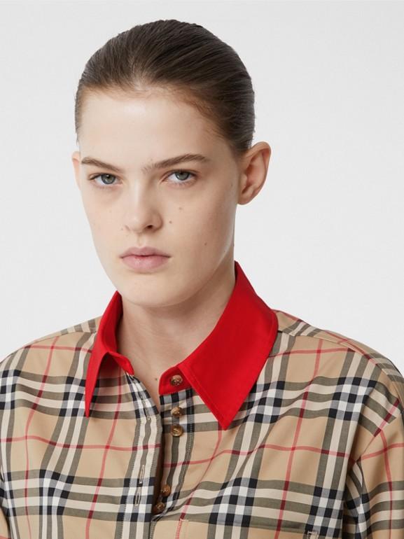 Camisa en algodón elástico a cuadros Vintage Checks con detalles a contraste (Beige) - Mujer | Burberry - cell image 1