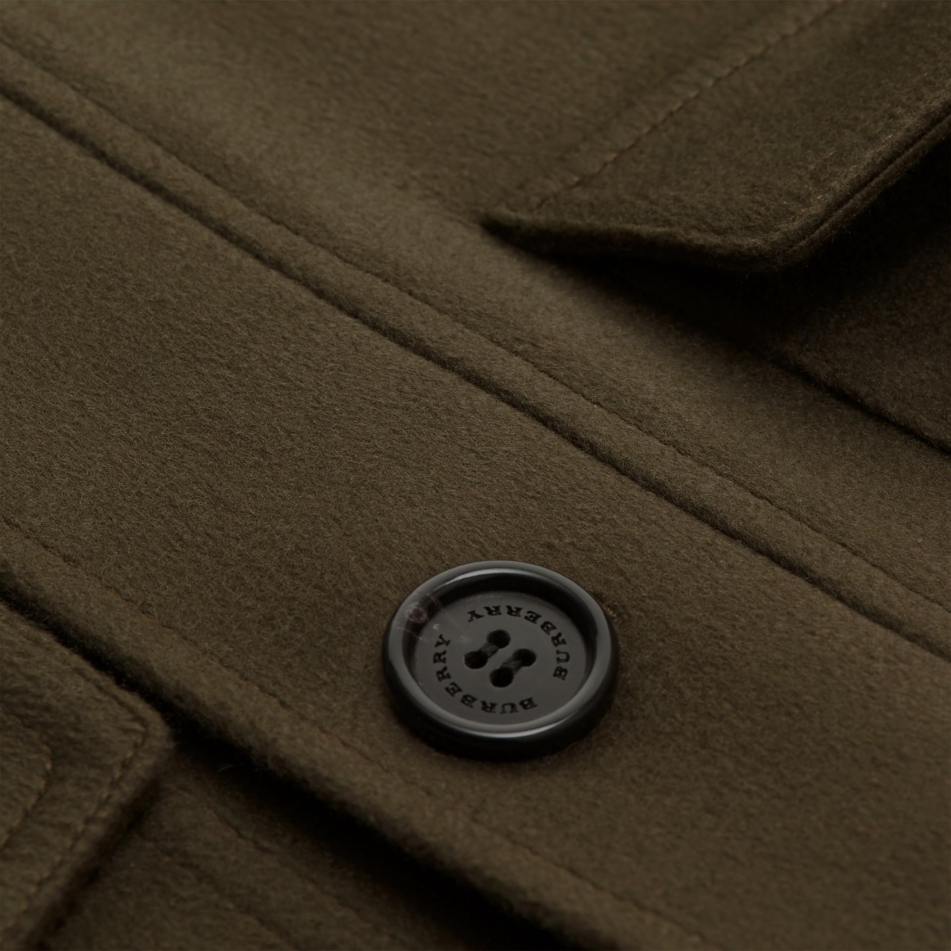 Vert sombre Veste utilitaire en cachemire avec surcol en shearling - photo de la galerie 2