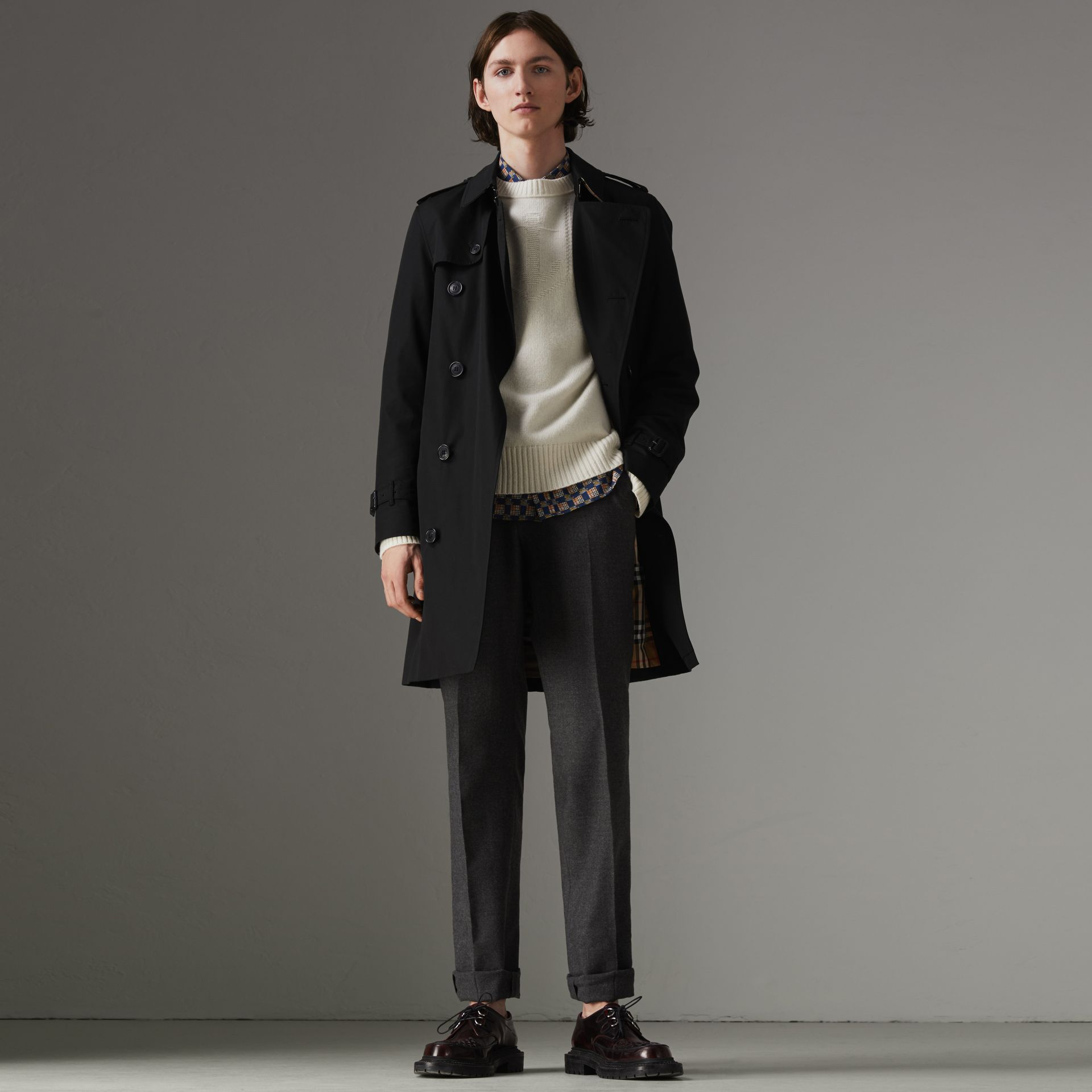 The Chelsea Heritage Trench Coat in Black - Men | Burberry Singapore - gallery image 0