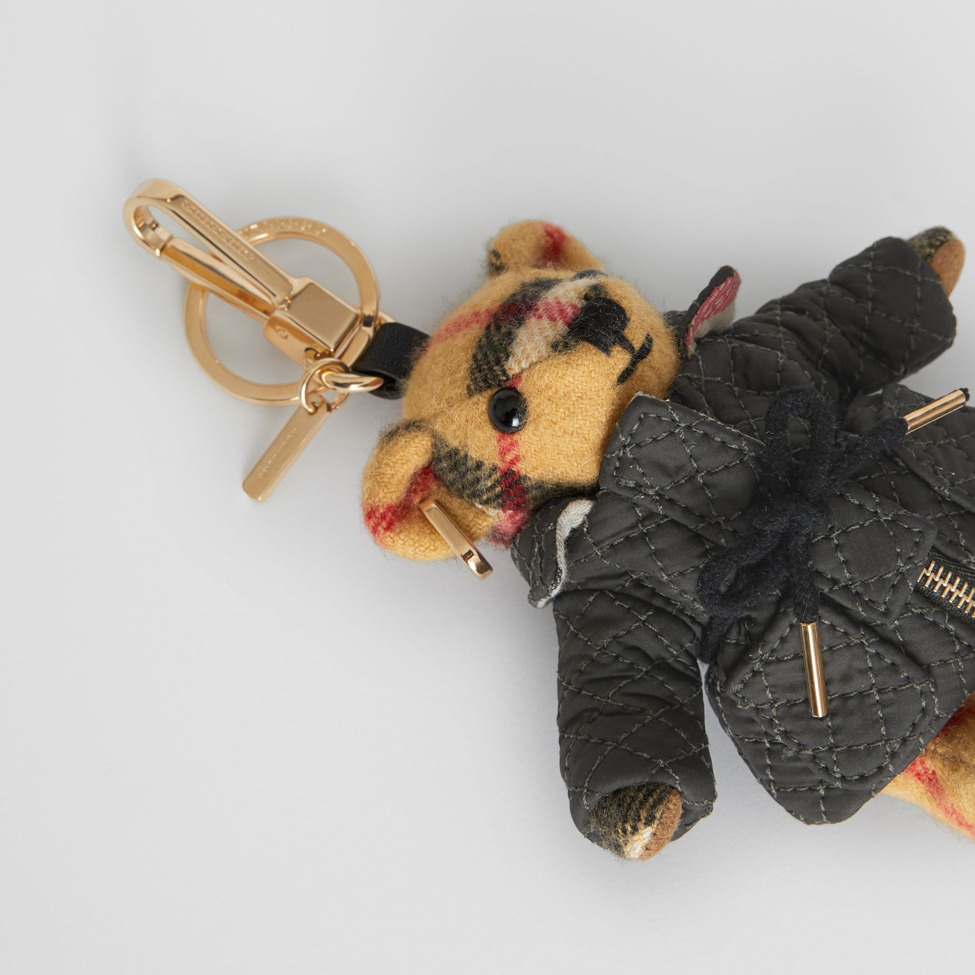 Bijou porte-clés Thomas Bear avec veste matelassée (Jaune Antique) | Burberry - photo de la galerie 1