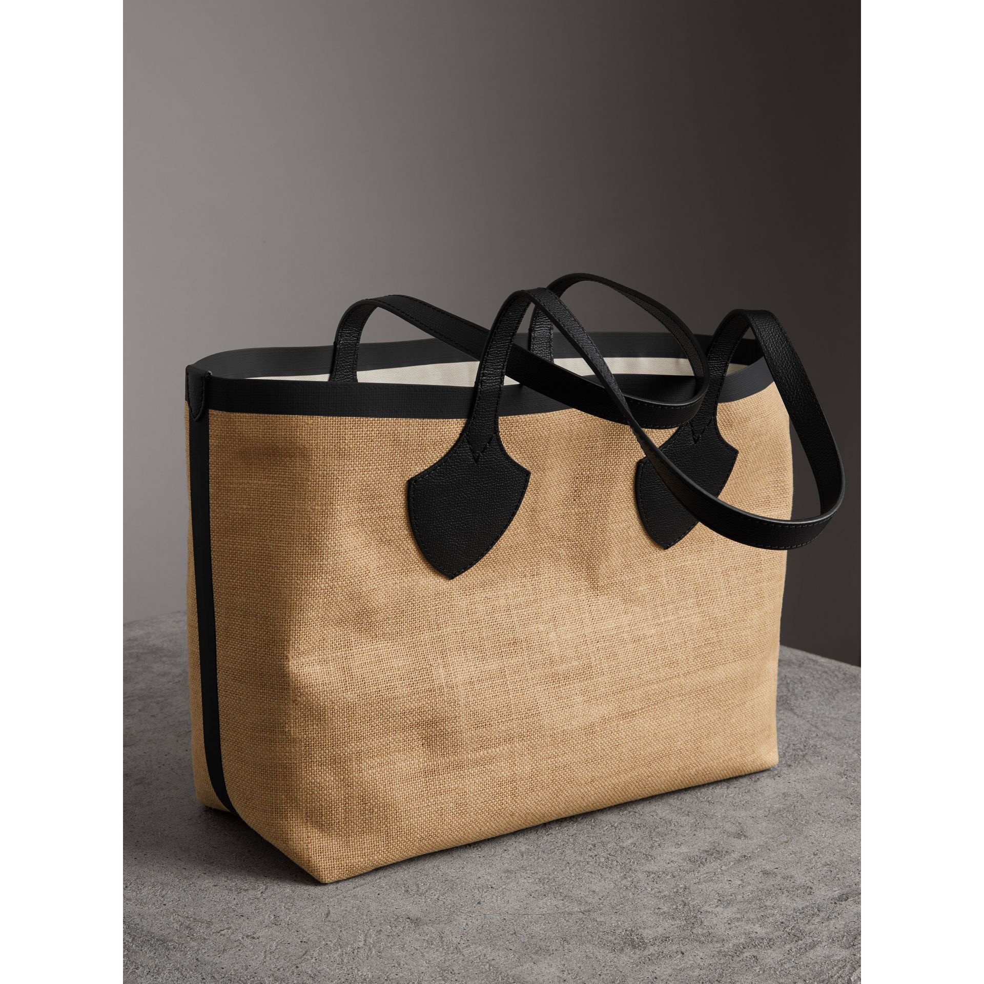 The Medium Giant Tote in Graphic Print Jute in Black - Women | Burberry - gallery image 2