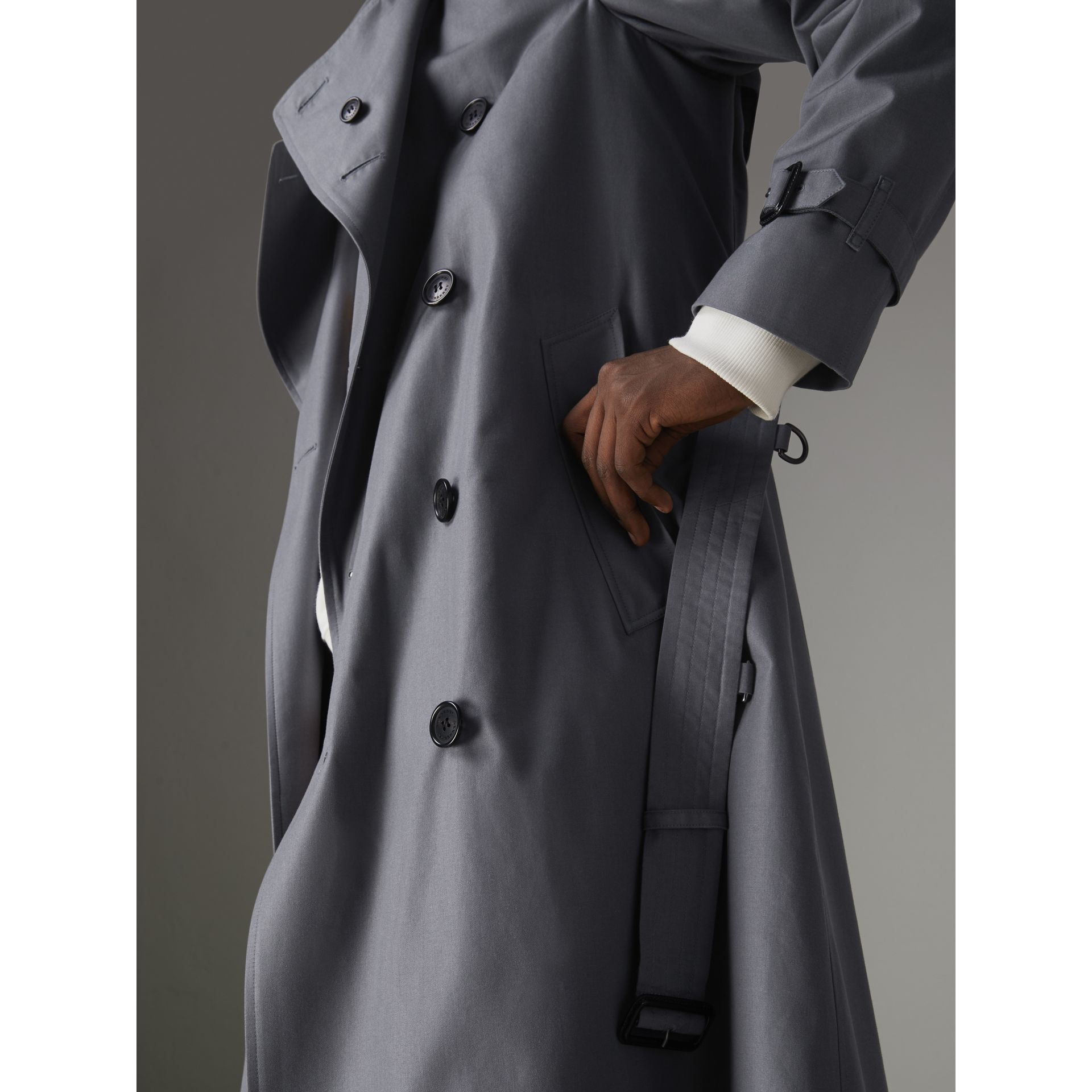 The Chelsea – Trench Heritage long (Gris Moyen) - Homme | Burberry - photo de la galerie 7