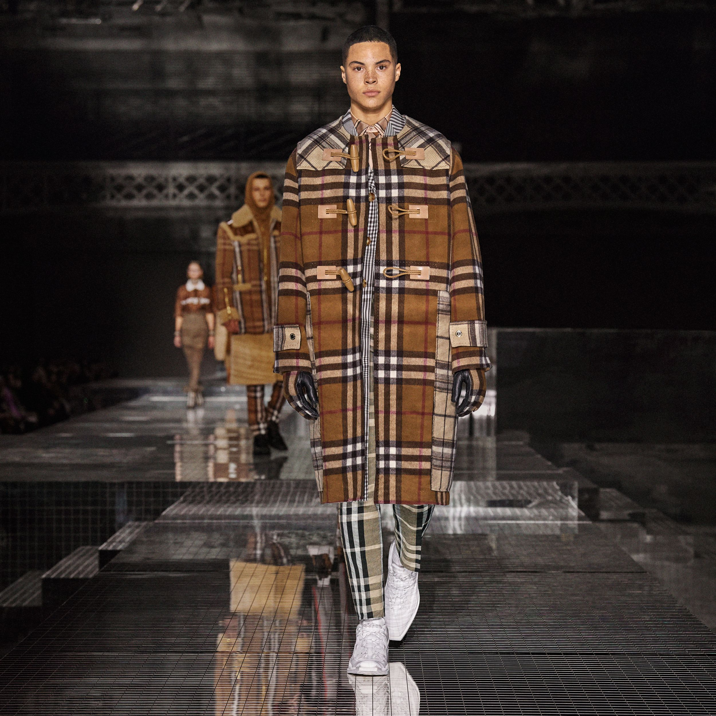 Double-faced Contrast Check Wool Duffle Coat in Birch Brown | Burberry - 2