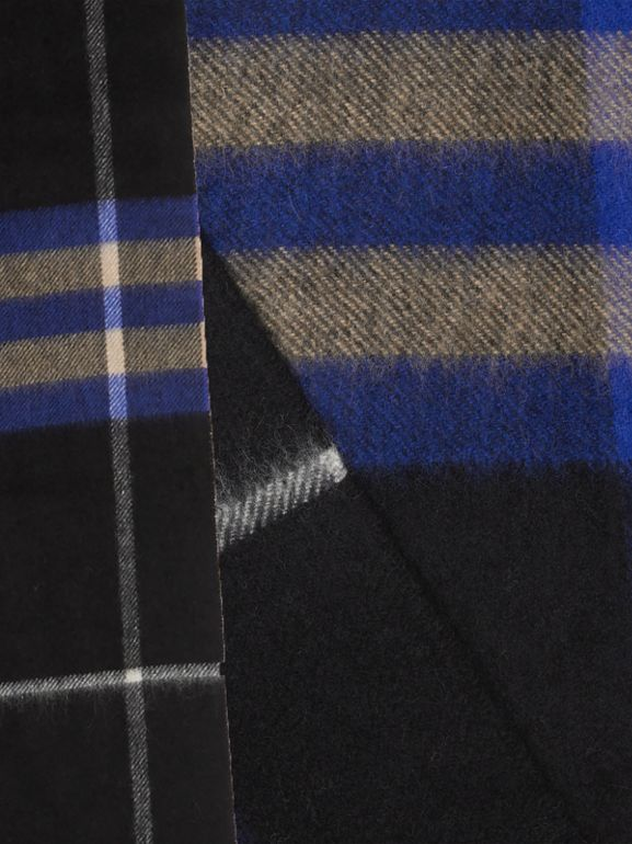 The Classic Check Cashmere Scarf in Bright Cobalt | Burberry Hong Kong - cell image 1