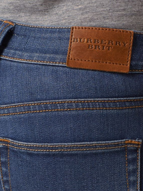Jeans attillati a vita bassa in denim stretch ultraresistente (Indaco Medio) - Donna | Burberry - cell image 3