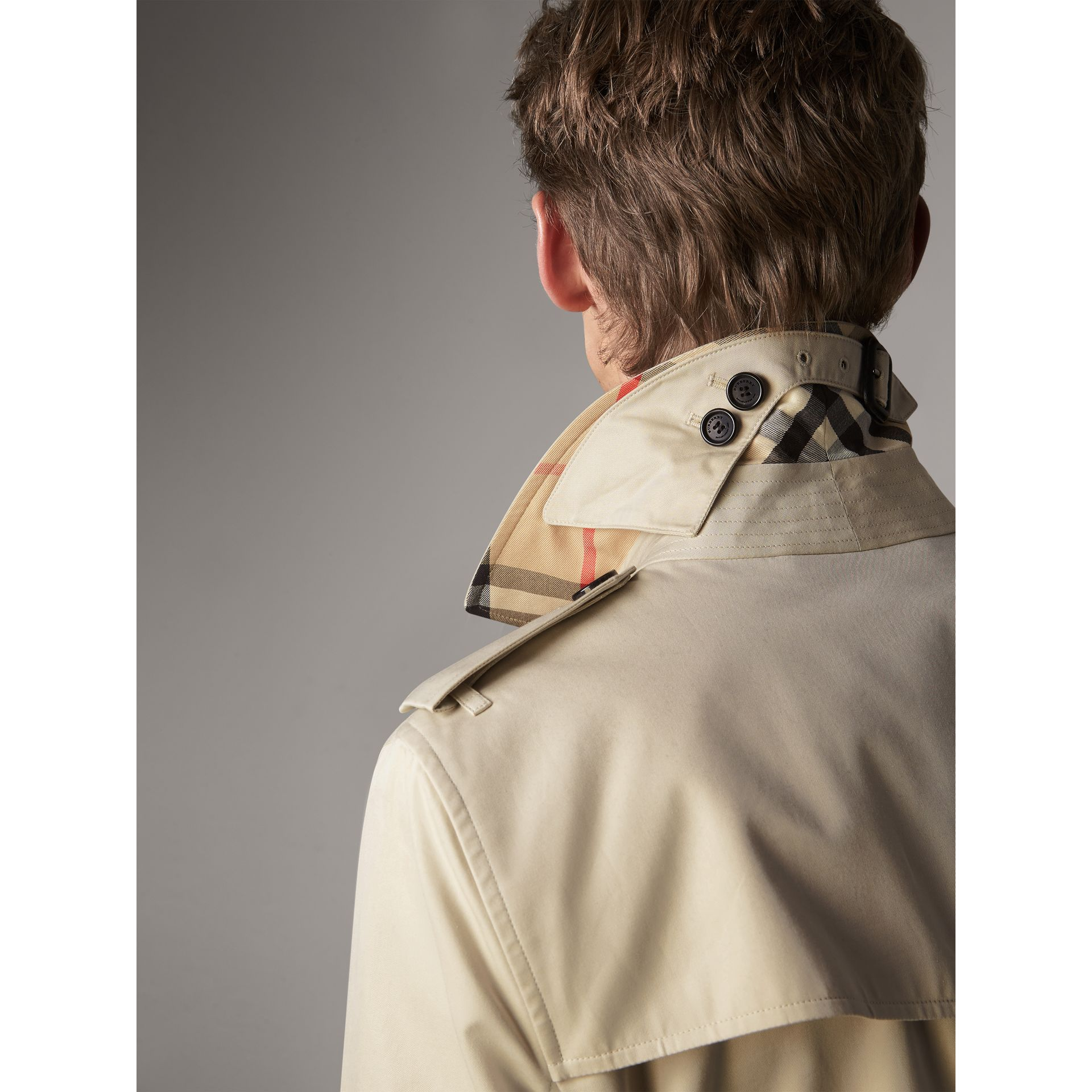 The Kensington – Long Trench Coat in Stone - Men | Burberry Singapore - gallery image 2
