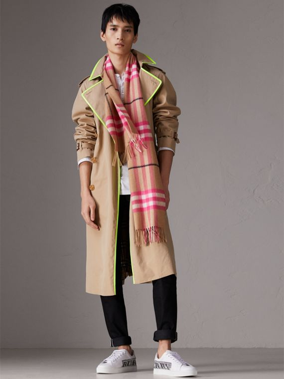 The Classic Check Cashmere Scarf in Bright Peony | Burberry Canada - cell image 3