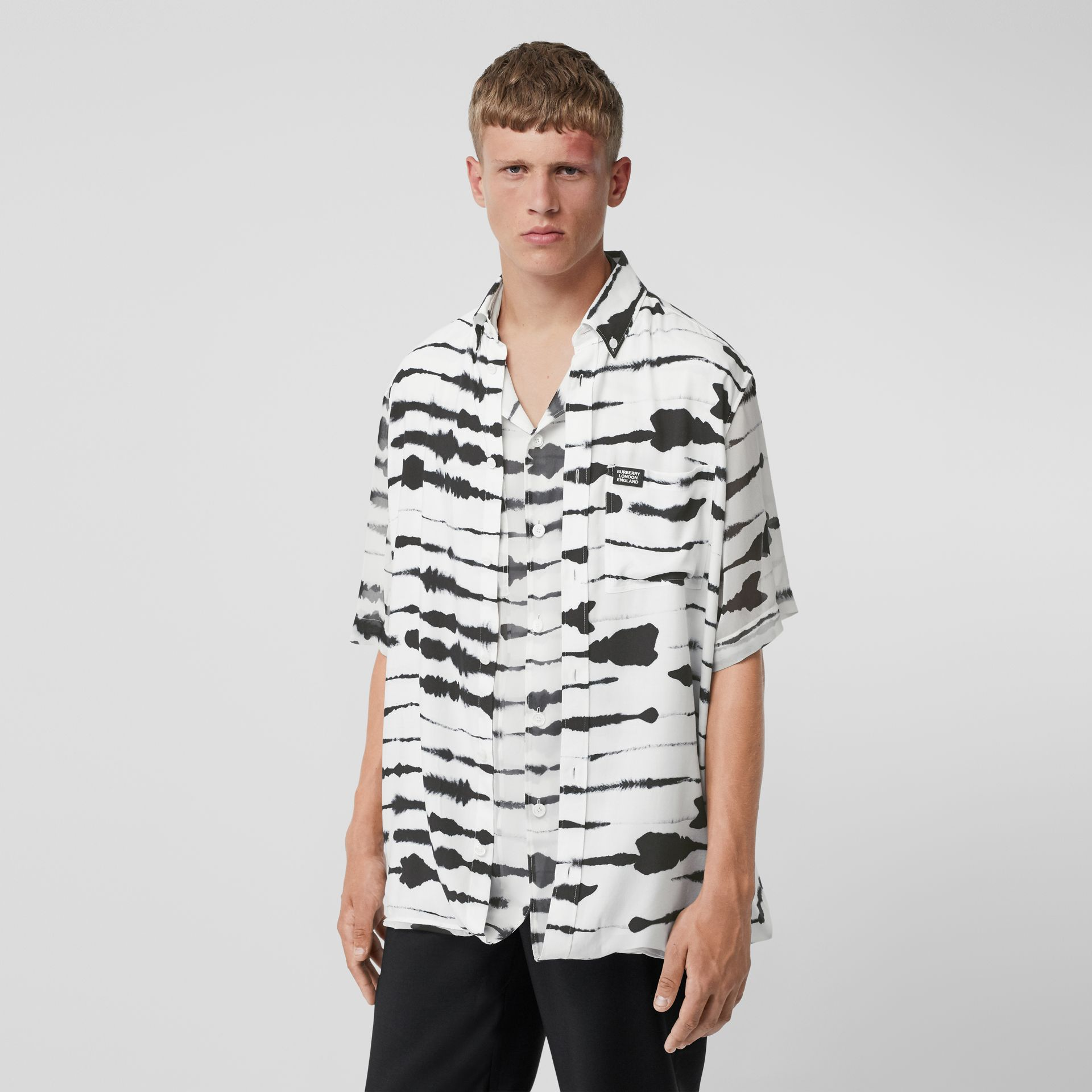 Short-sleeve Silk Overlay Watercolour Print Twill Shirt in Monochrome | Burberry United States - gallery image 4