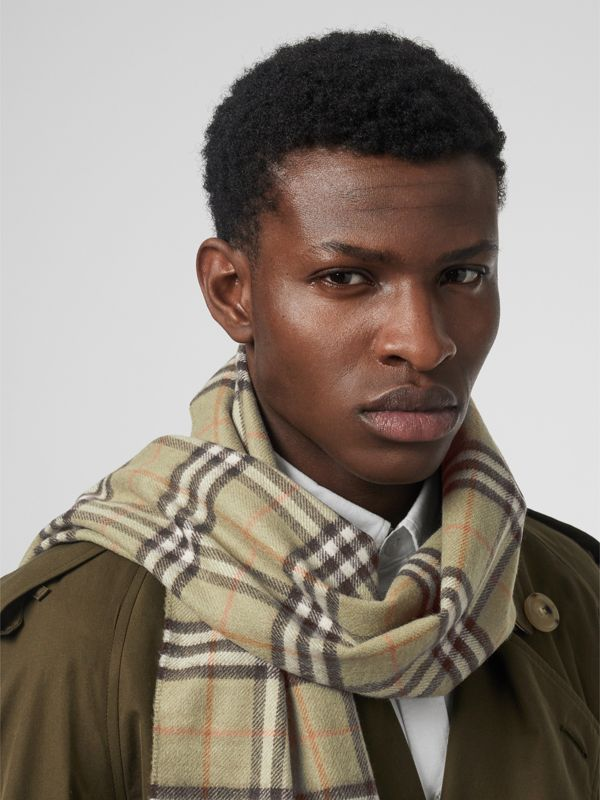 The Classic Vintage Check Cashmere Scarf in Pale Powder Green | Burberry Singapore - cell image 3