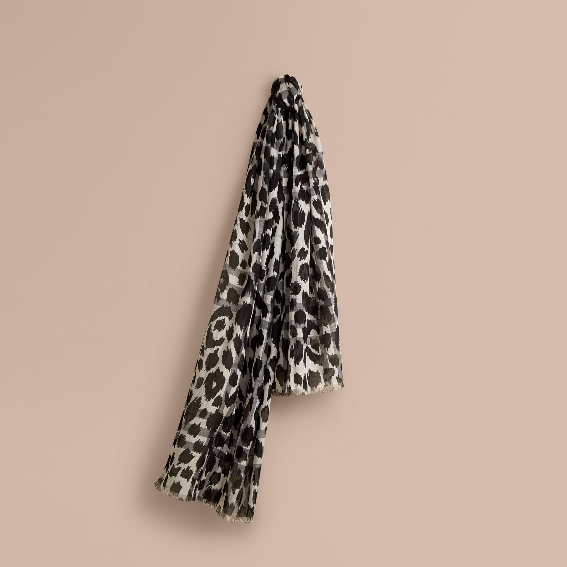 Blanco natural/negro Pañuelo en lana y seda con checks y estampado animal Blanco Natural/negro - imagen de la galería 1