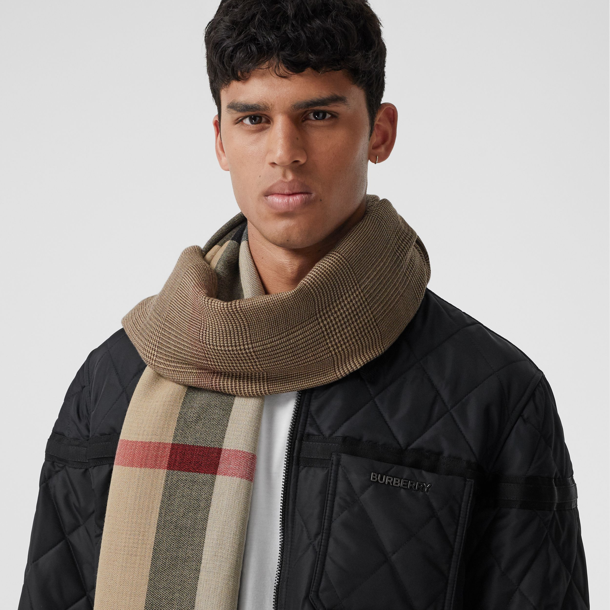 Reversible Check Cashmere Scarf in Archive Beige | Burberry - 4