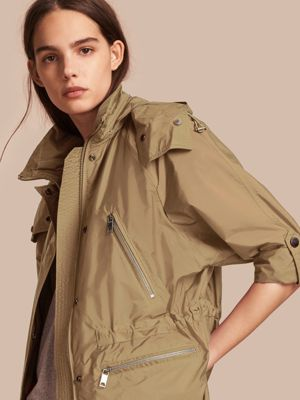 authentic burberry outlet online yxfu  Veste parka imperm茅able avec capuche repliable Sisal