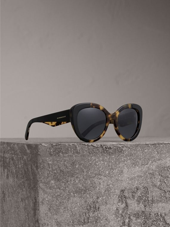 Round Frame Sunglasses in Black - Women | Burberry Singapore