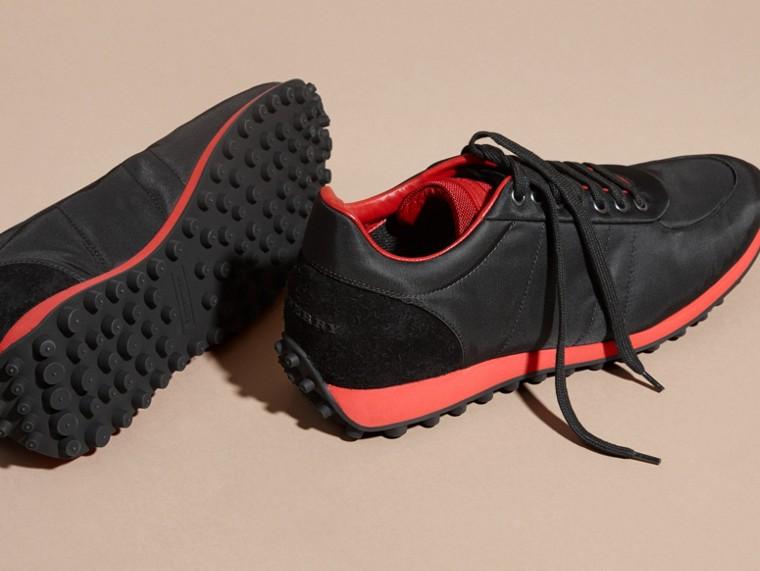 Nero/rosso militare Sneaker tecniche con finiture effetto texture Nero/rosso Militare - cell image 4
