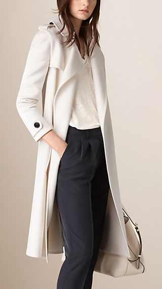 Trench coat a scialle in cashmere doppio