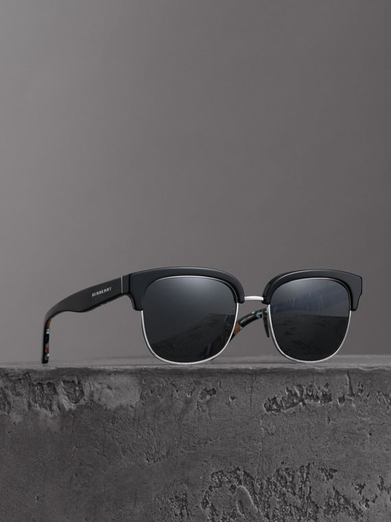 Check Detail D-frame Sunglasses in Black