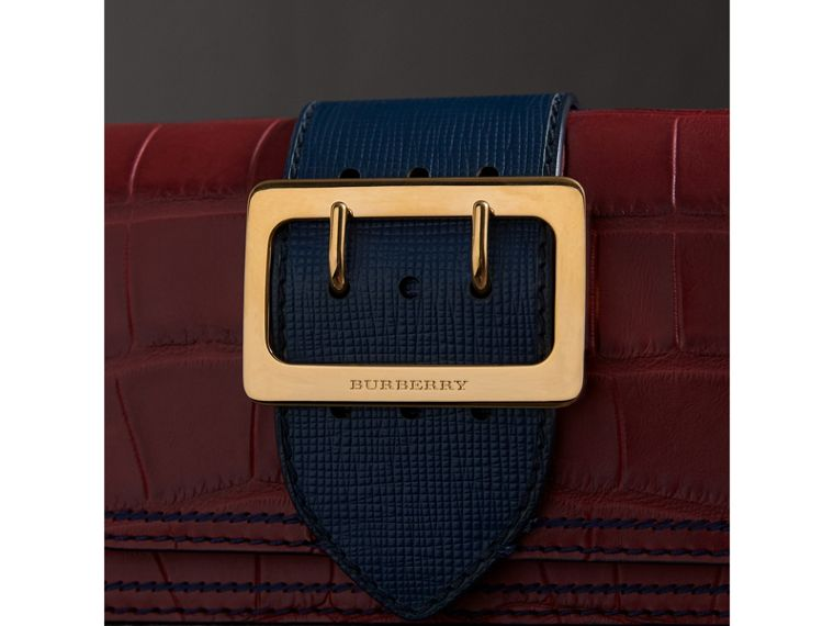 The Small Buckle Bag aus Alligatorleder und Leder (Granatrot/saphirblau) - Damen | Burberry - cell image 1