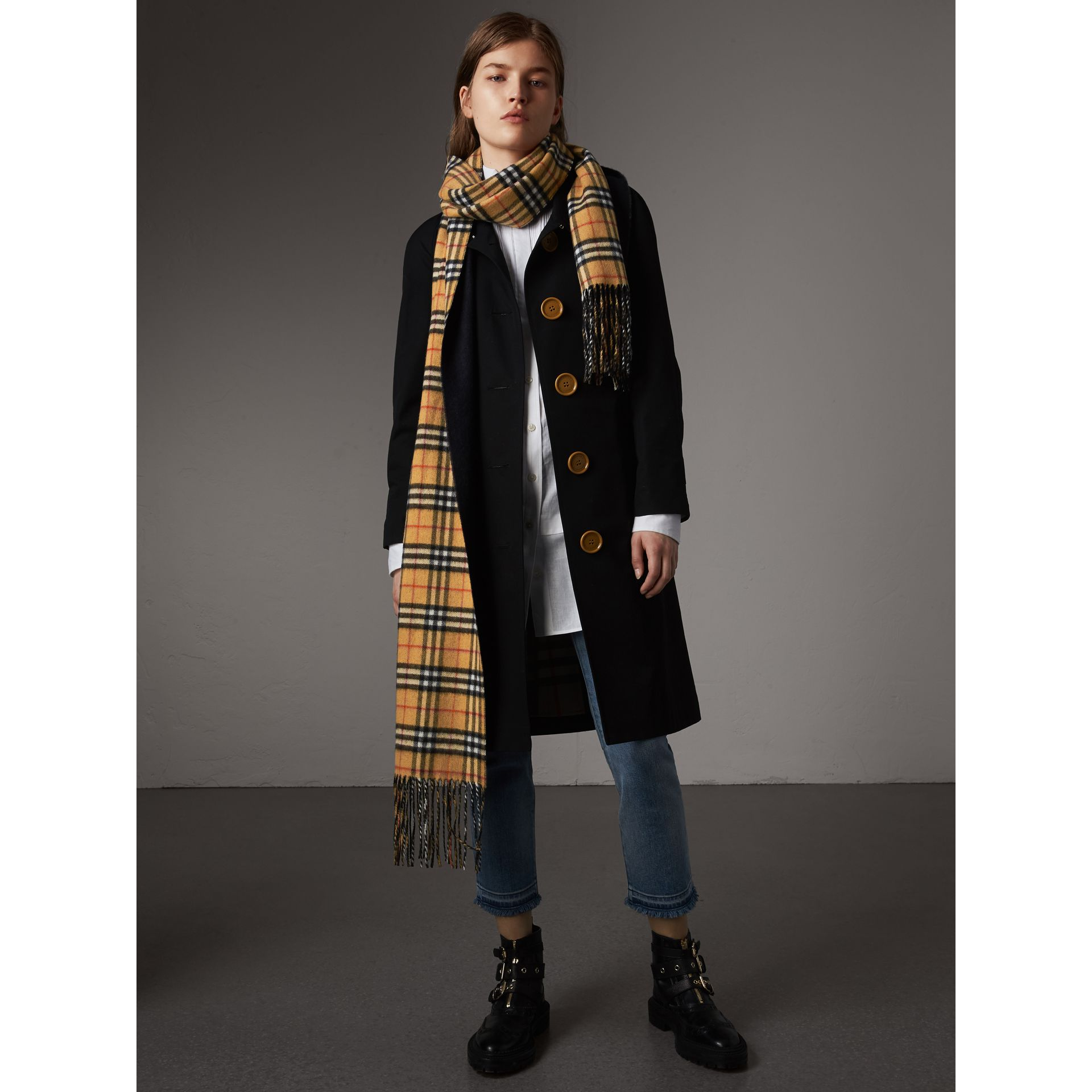 Long Reversible Vintage Check Double-faced Cashmere Scarf in Blue Carbon | Burberry - gallery image 2