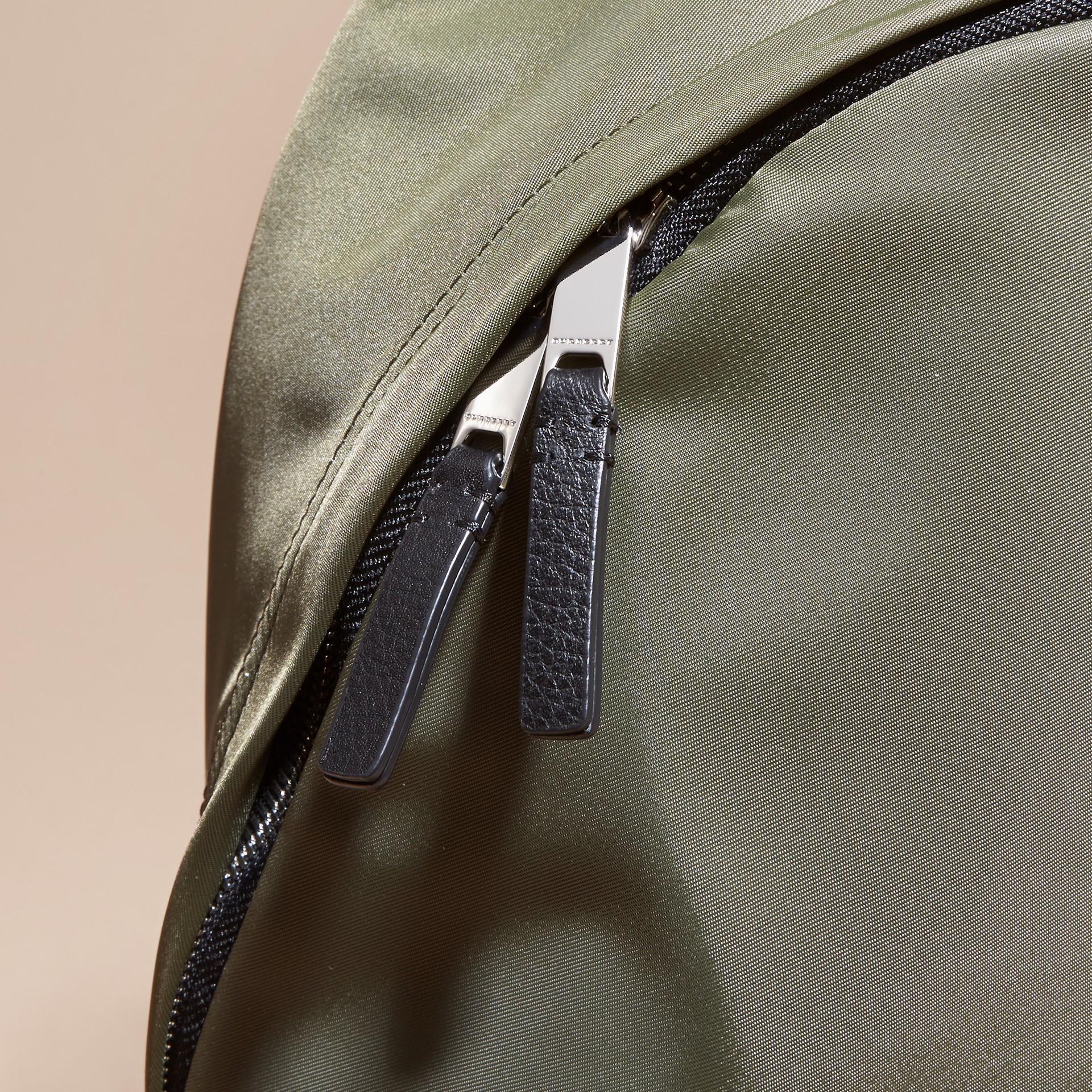 Verde tela Zaino in nylon con finiture in pelle Verde Tela - immagine della galleria 2