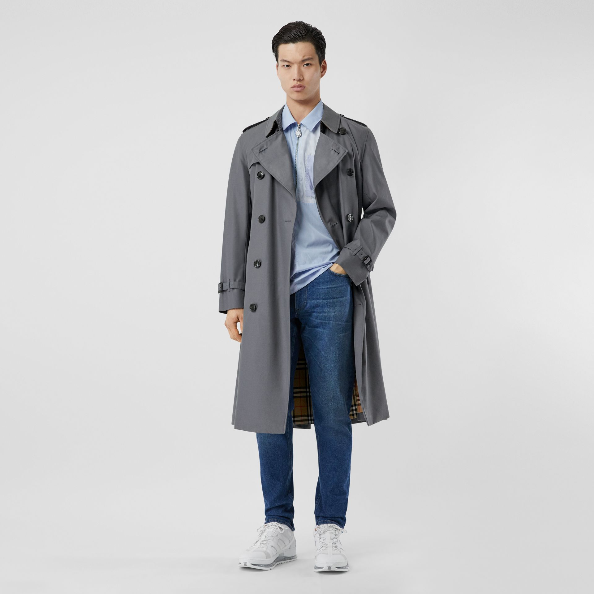 The Long Chelsea Heritage Trench Coat in Mid Grey - Men | Burberry United States - gallery image 6