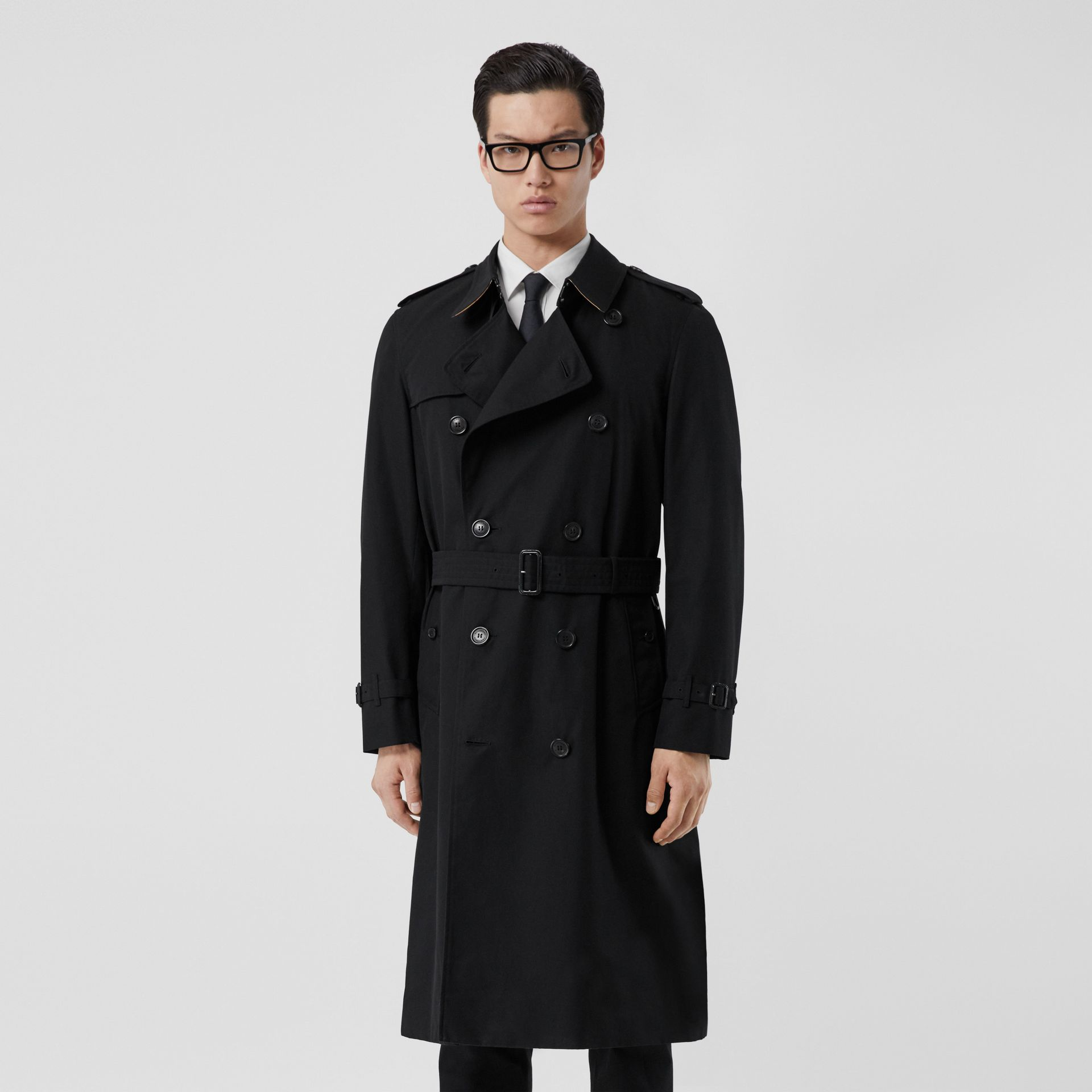 The Long Chelsea Heritage Trench Coat in Black - Men | Burberry - gallery image 7