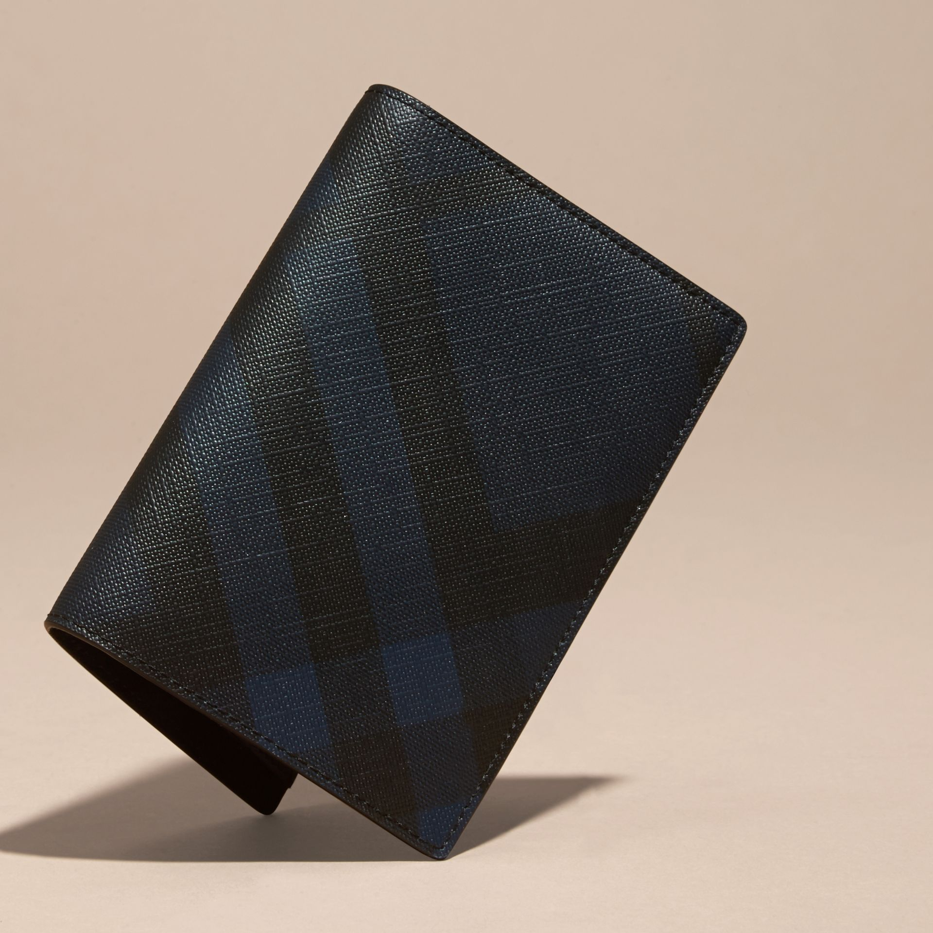 London Check and Leather Passport Holder Navy/black - gallery image 3