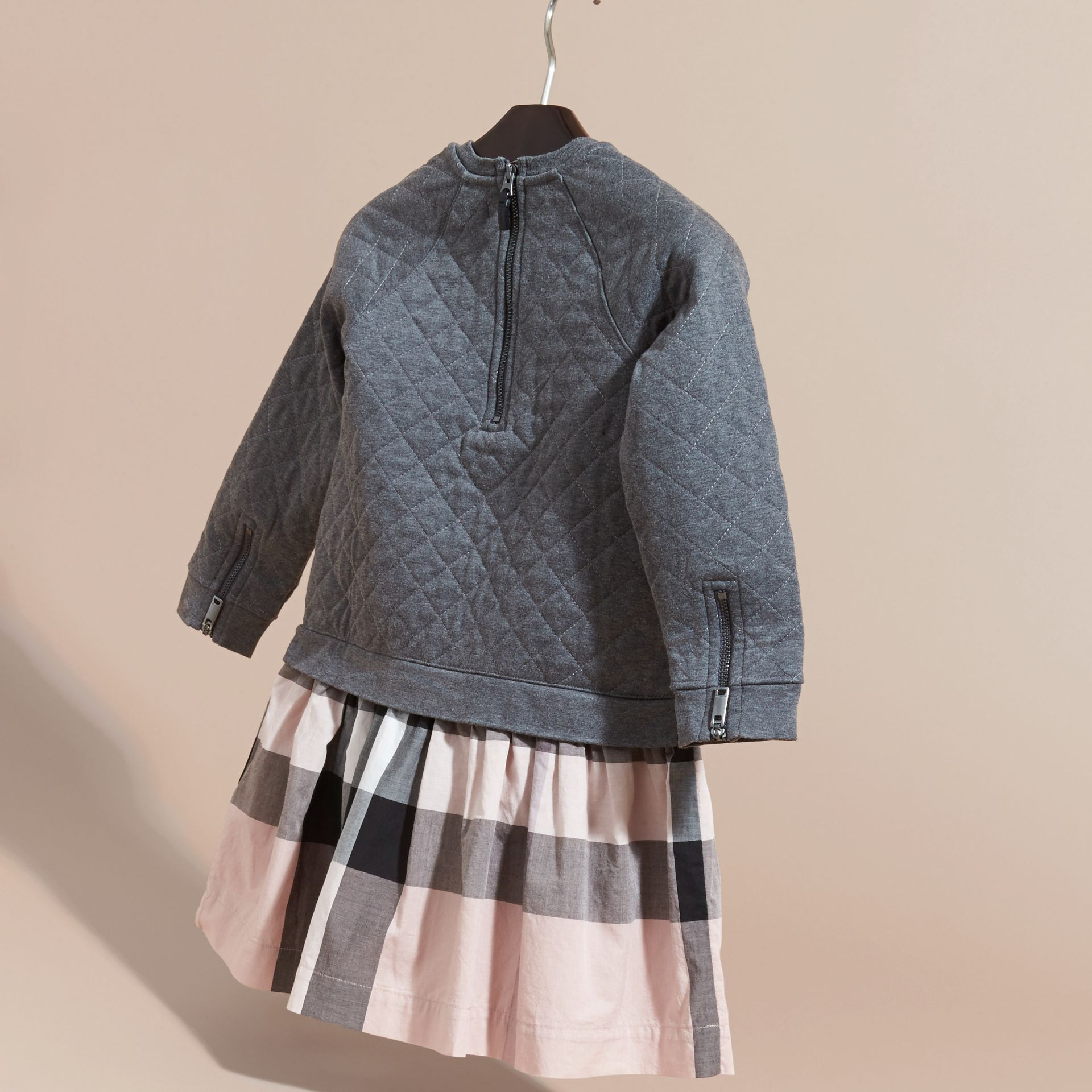 Camaïeu de gris sombres Robe de jour matelassée en jersey et coton à motif check Camaïeu  Gris Sombres - photo de la galerie 4