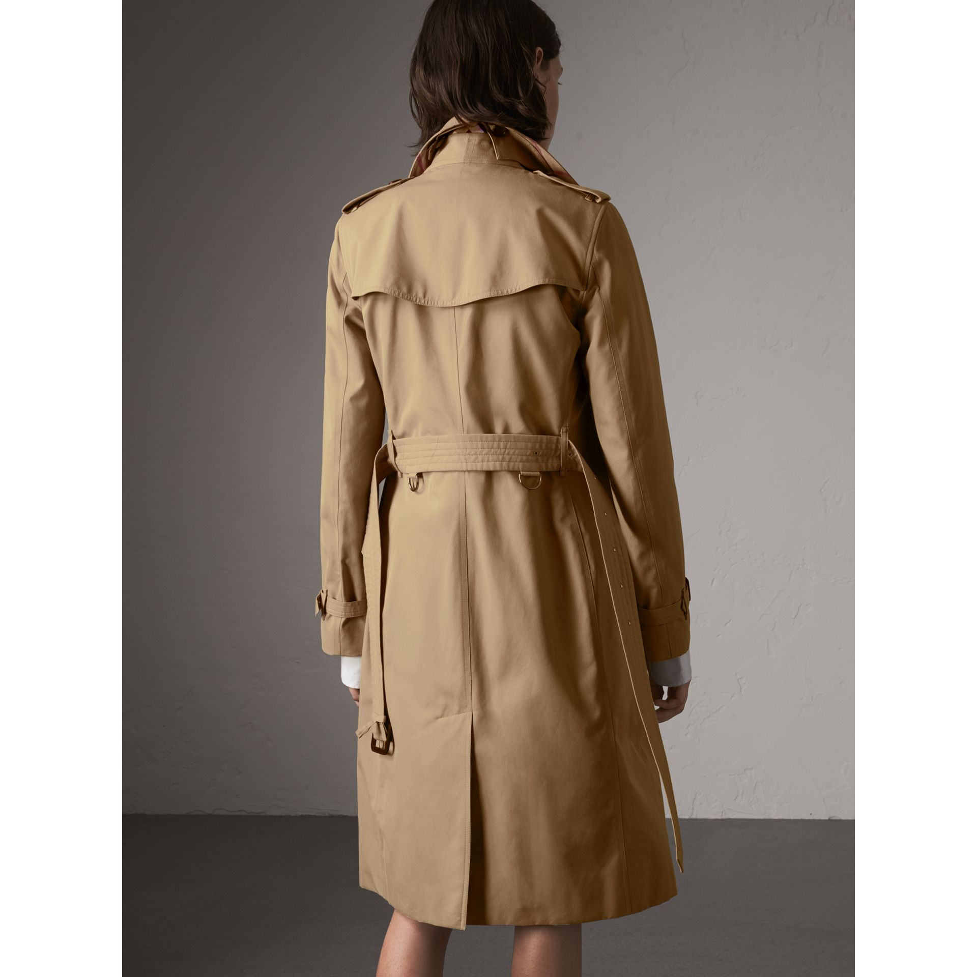 The Kensington – Extra-long Heritage Trench Coat in Honey - Women | Burberry Hong Kong - gallery image 3