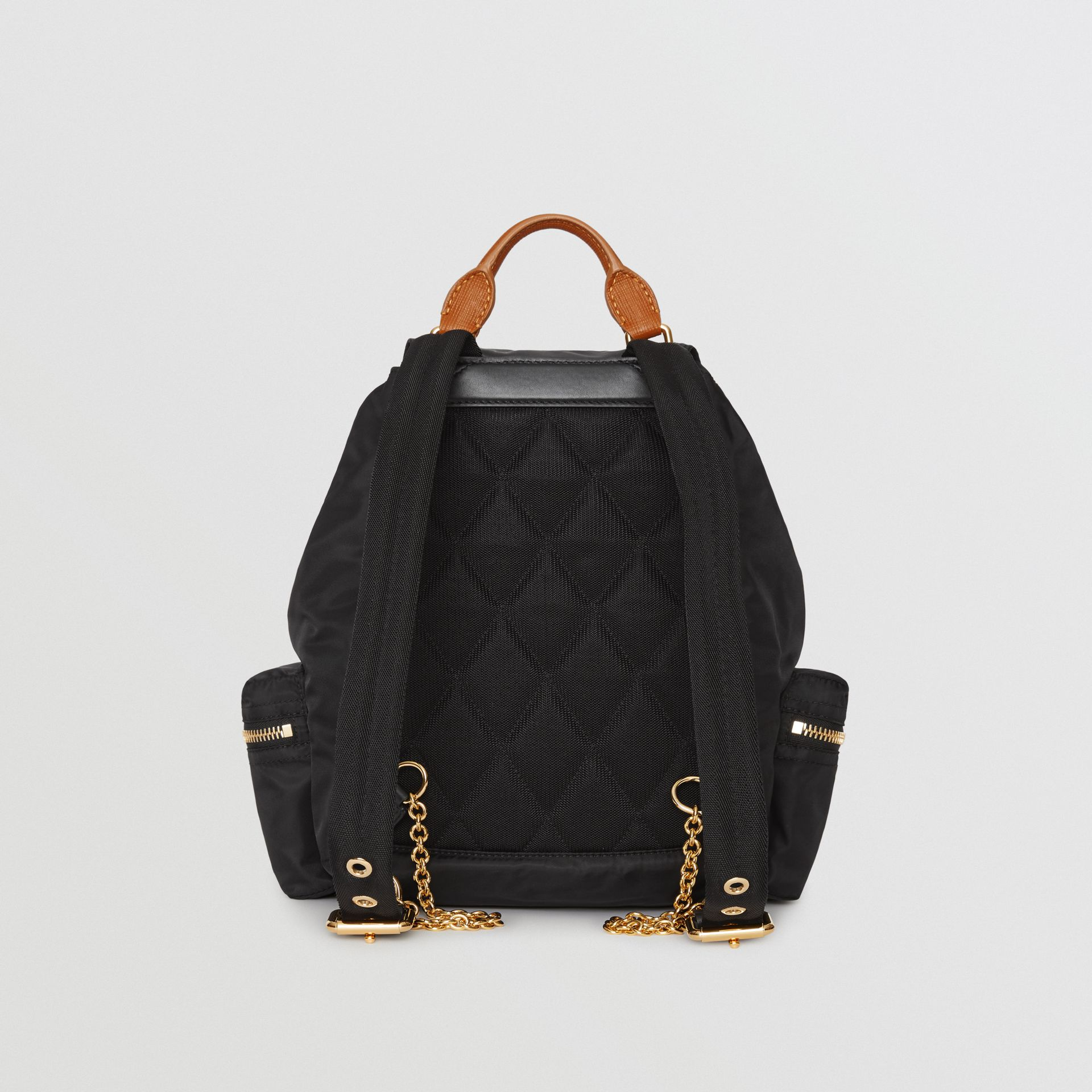 Sac The Rucksack moyen en nylon technique et cuir (Noir) - Femme | Burberry Canada - photo de la galerie 6