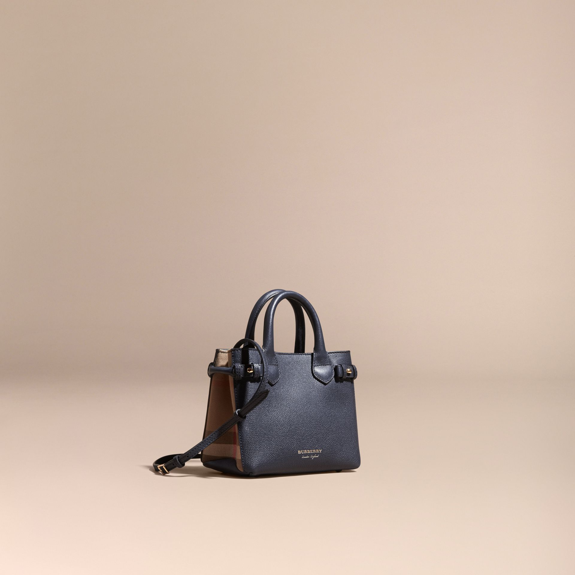 Borsa The Baby Banner in pelle con motivo House check (Blu Inchiostro) - Donna | Burberry - immagine della galleria 1