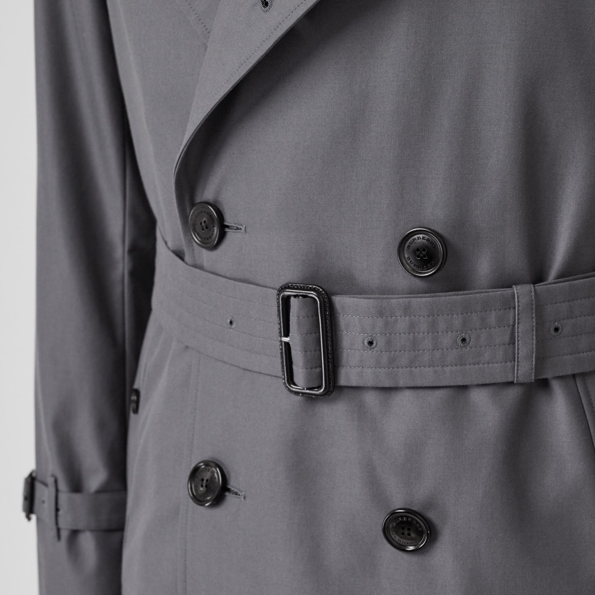 The Long Chelsea Heritage Trench Coat in Mid Grey - Men | Burberry United Kingdom - gallery image 5