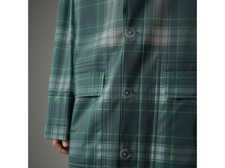 Cappotto car coat in plastica morbida al tatto con cappuccio e motivo tartan (Navy) - Uomo | Burberry - cell image 1