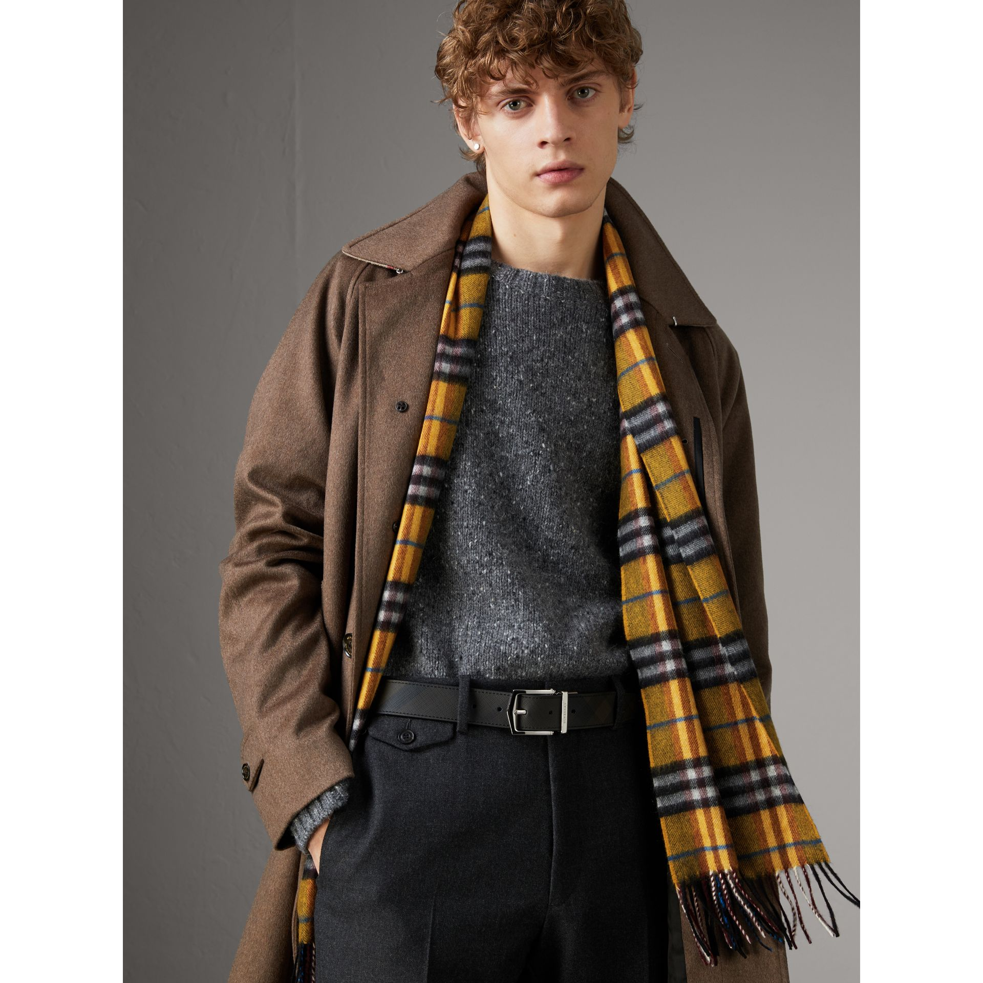 Cintura double face con pelle e motivo London check (Nero) - Uomo | Burberry - immagine della galleria 3