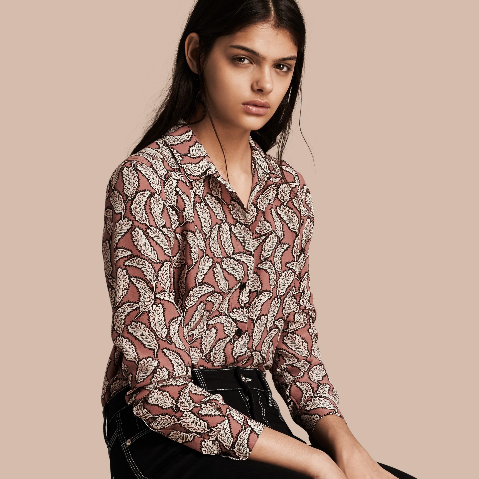 Rosa pálido Camisa de seda con estampado de hojas Rosa Pálido - imagen de la galería 1
