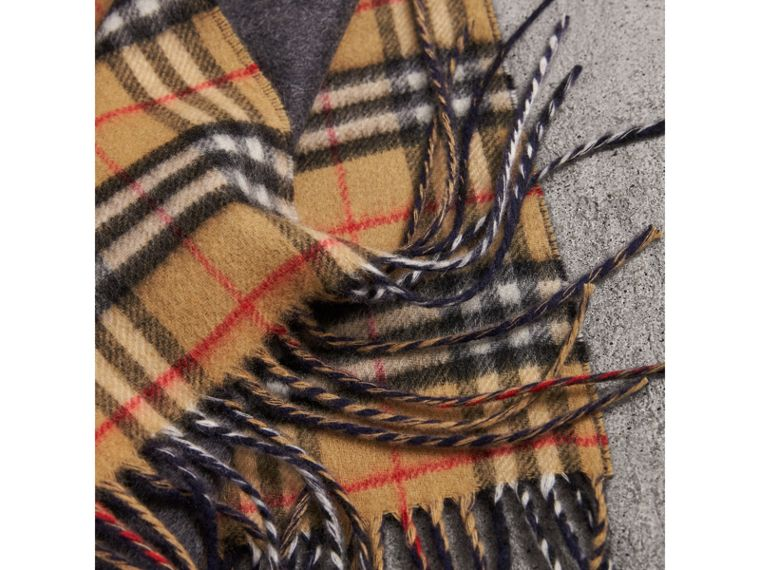Long Reversible Vintage Check Double-faced Cashmere Scarf in Slate Blue | Burberry - cell image 1