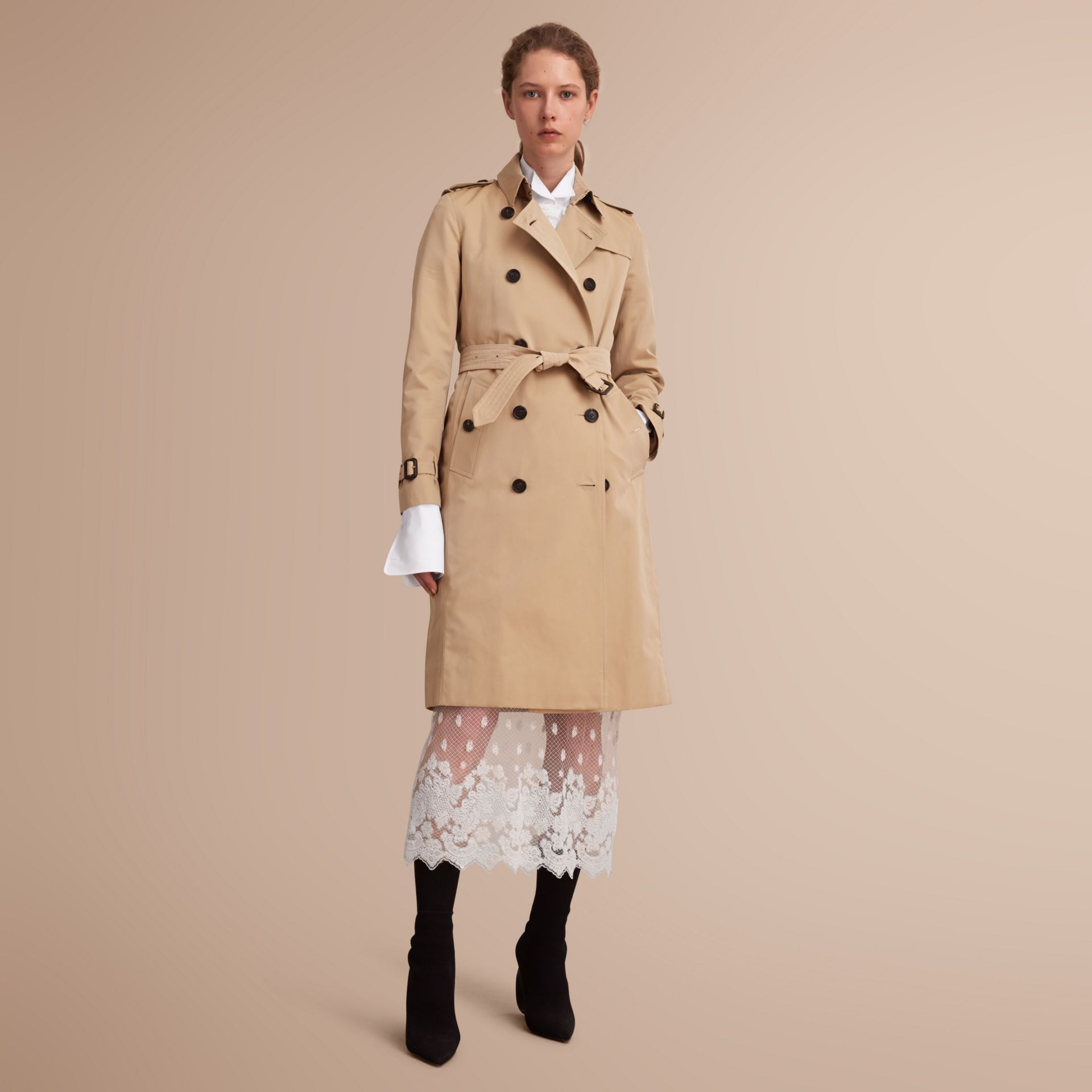 The Kensington – Extra-long Heritage Trench Coat in Honey - Women | Burberry Singapore - gallery image 1