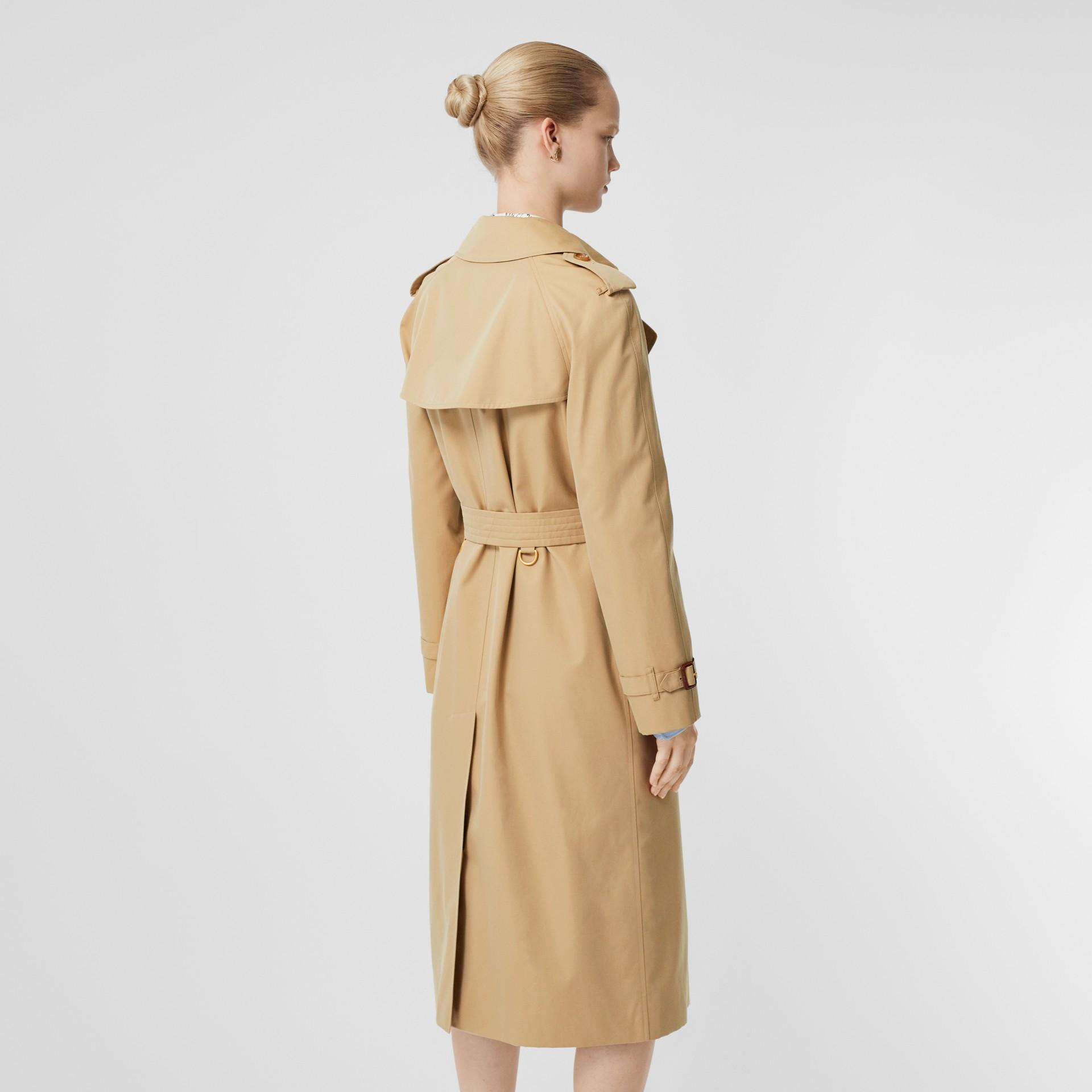 The Long Waterloo Heritage Trench Coat in Honey - Women | Burberry Canada - gallery image 2