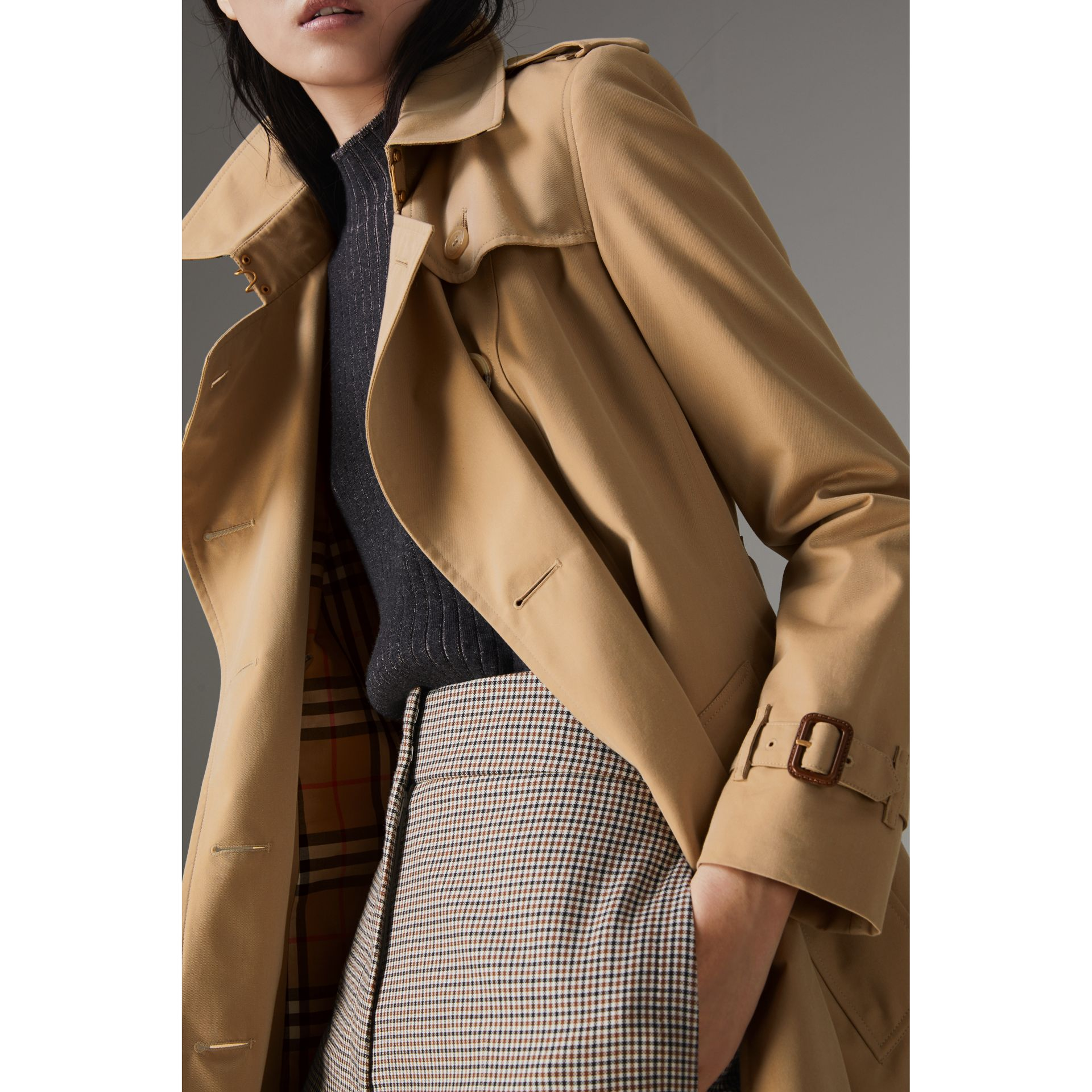 The Chelsea Heritage Trench Coat in Honey - Women | Burberry United States - gallery image 6