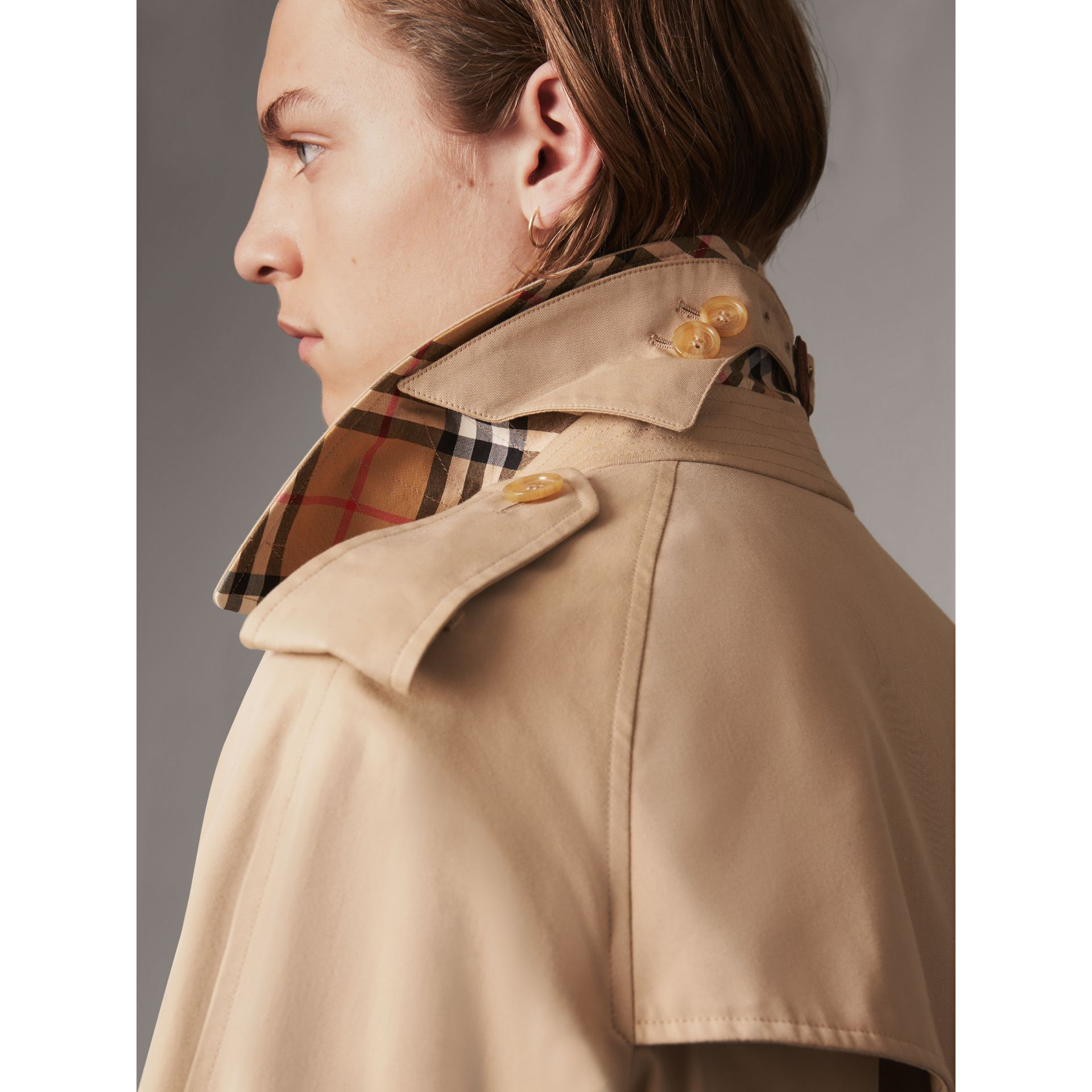 Bird Button Cotton Gabardine Trench Coat in Honey - Men | Burberry Singapore - gallery image 4