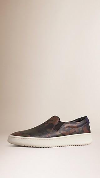 Zapatillas deportivas sin cordones en piel con estampado de camuflaje y ante