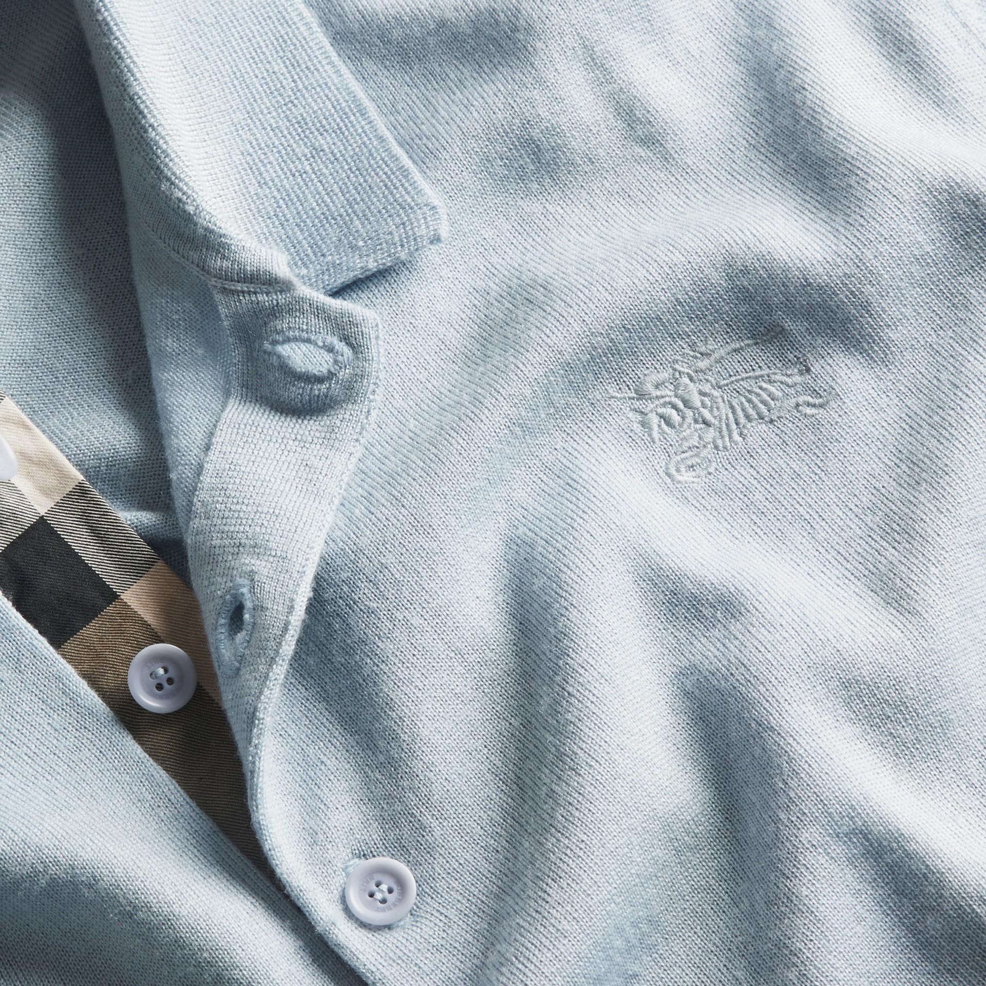 Bleu ciel pâle Polo en laine et soie mélangées avec patte à motif check Bleu Ciel Pâle - photo de la galerie 2