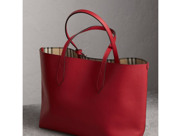 The Medium Reversible Tote in Haymarket Check and Leather in Poppy Red - Women | Burberry Singapore - cell image 4