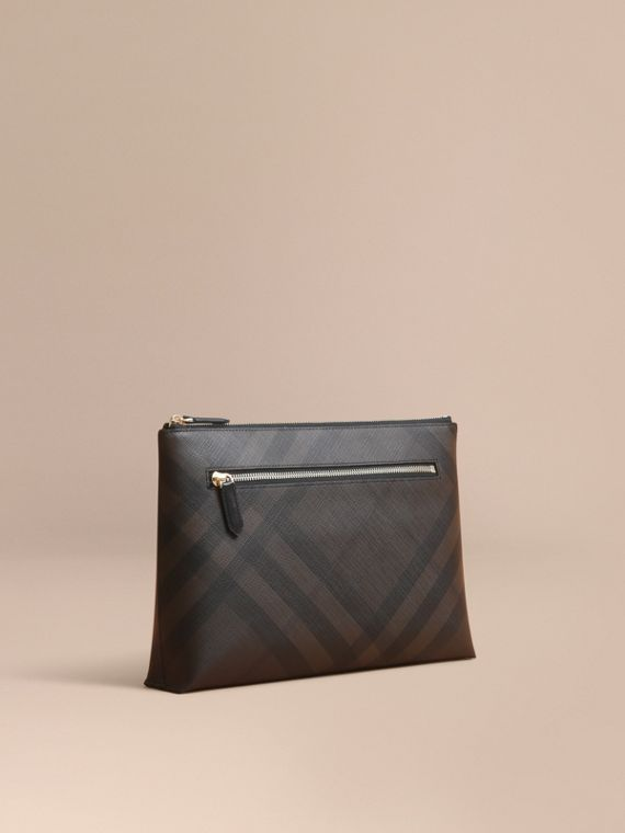 Bolsa pouch com estampa London Check grande e zíper (Chocolate/preto) - Homens | Burberry